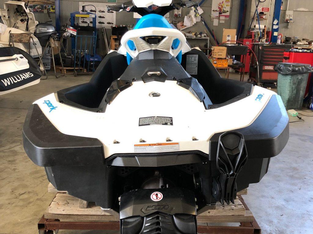 Moto d'acqua Seadoo Spark 2 Up iBr colore bianca / azzurra con accessori con solo 23h di utilizzo